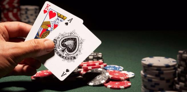 В карточные игры тренируйтесь онлайн в «Casino X»