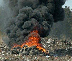 Проблема з спалюванням автомобільних покришок в центрі Запоріжжя